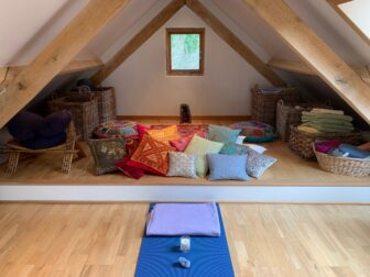 Colourful atmosphere for Yoga and Meditation Workshops in Guildford