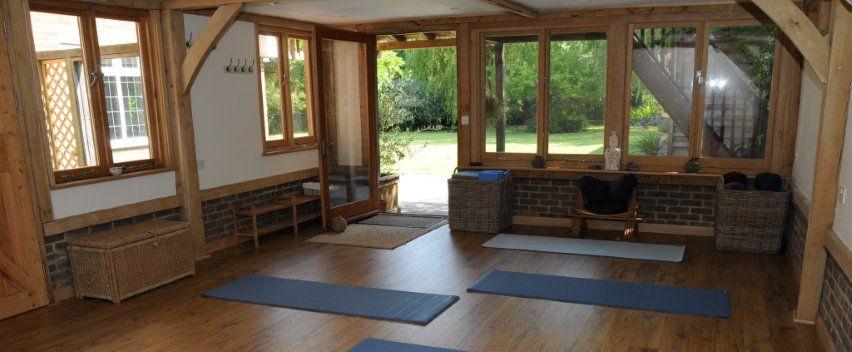 Beautiful barn-like Yoga Studio inGuildford - Yoga at The Oaks